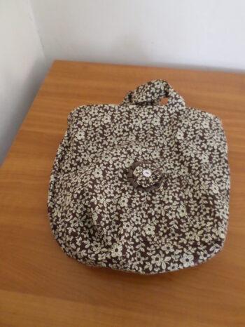 virággal díszített táska